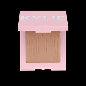 Kylie Cosmetics- Toasty Bronzer